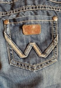 👖 Wrangler Cowgirl MAE see size chart.